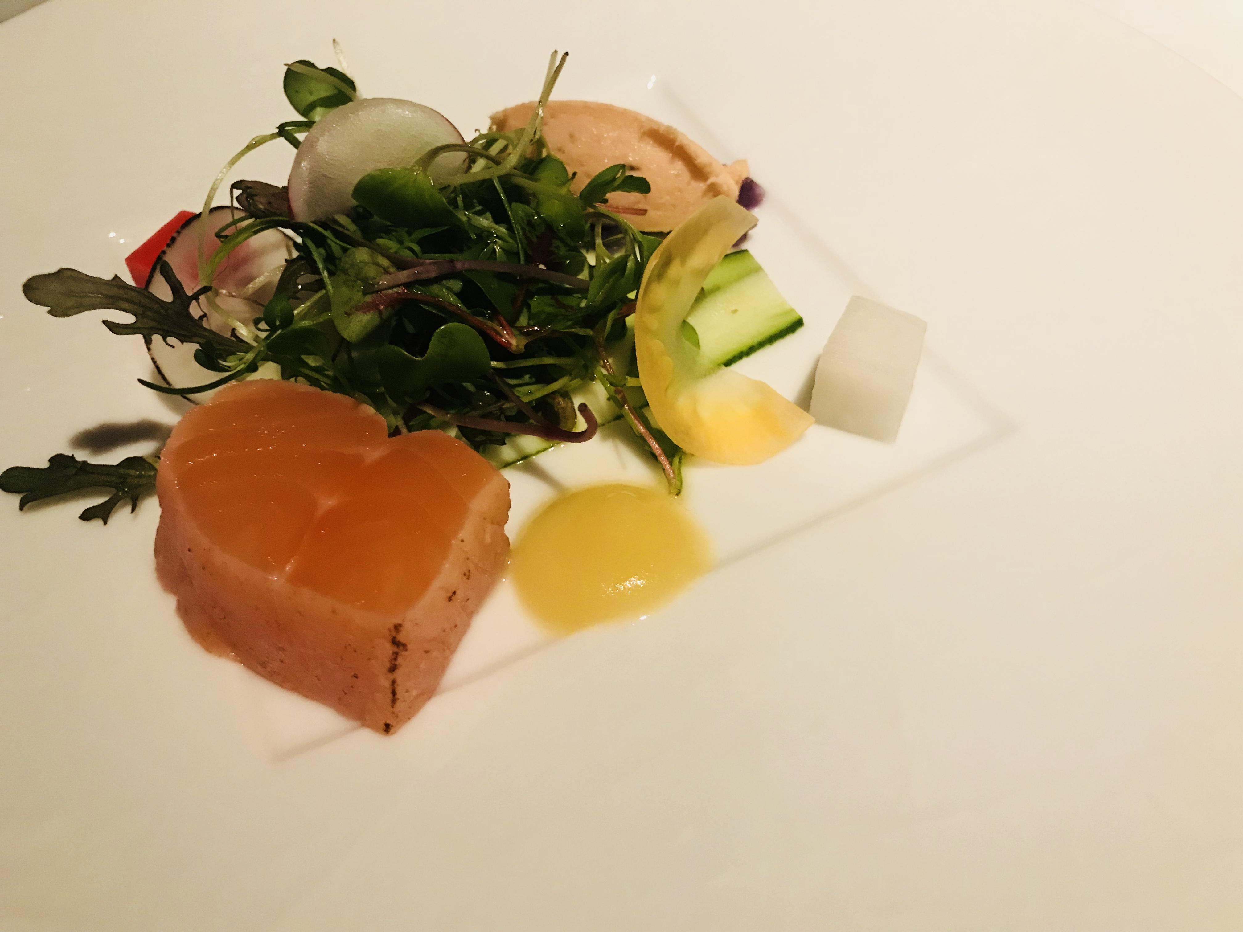 前菜|【感想】神戸ディナークルーズ「コンチェルト」に乗ってみた|一度は体験してみたい豪華客船|サプライズも料理も最高!ペアチケットの取り方など紹介!