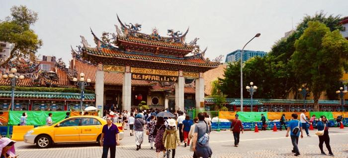 龍山寺|【2018年】2泊3日台湾女子旅ブログ&レポ|台湾・台北旅行でオススメの観光地やグルメを細かく紹介!